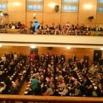 залата е пълна
