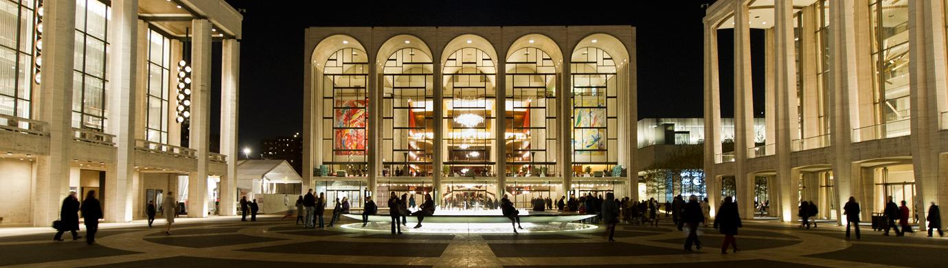 сградата на операта отвън