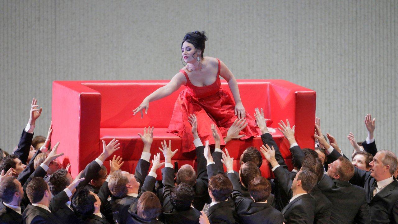 Соня Йончева в Травиата на сцената на Мет