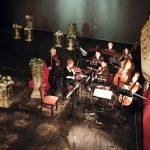 оркестър на сцената